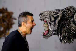 Federico Uribe con su arte